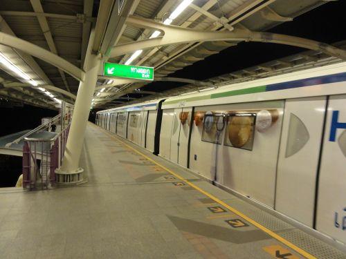 BTS ラーチャダムリ駅