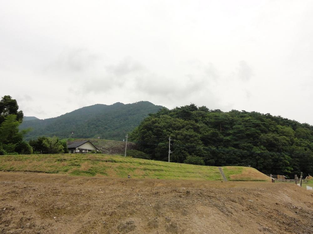 畑のようですが、屋敷跡です。