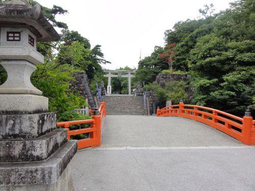 堀にかかる橋