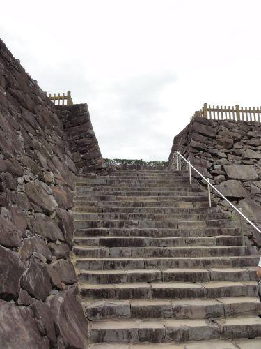 城の割には広い階段