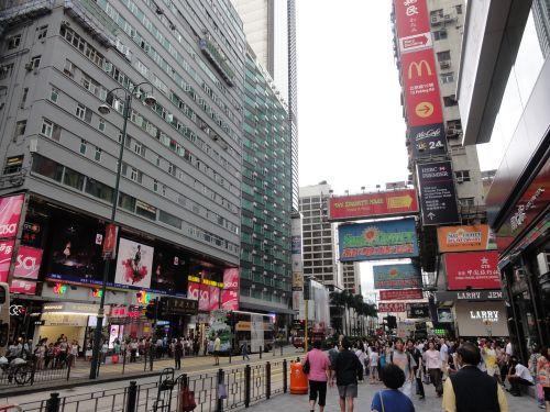 繁華街へ来ました。