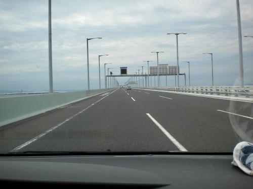 連絡橋 渡ってます