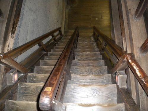 すげぇ急な階段