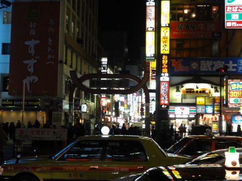 歌舞伎町看板 暗い